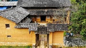 """Bên trong nhà cổ trăm tuổi với kiến trúc """"độc nhất vô nhị"""" ở Hà Giang"""
