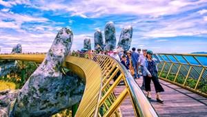 Agoda, Booking, Airbnb, Traveloka... gần như chiếm hết thị phần đặt phòng trực tuyến, các OTAs Việt Nam đang tranh giành nhau miếng bánh nhỏ, đua nhau báo lỗ nặng