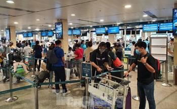 Sân bay Tân Sơn Nhất khử khuẩn hành lý tự động sau khi phát hiện các ca nhiễm SAR-CoV-2