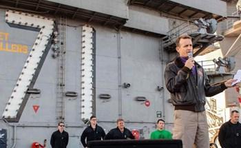 Thuyền trưởng tàu sân bay Mỹ viết tâm thư cầu cứu sau khi số ca nhiễm COVID-19 trên tàu vượt 100 người