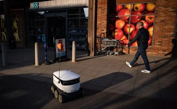 Suy thoái kinh tế do COVID-19: Người thất nghiệp, robot lên ngôi