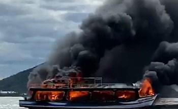 Tàu du lịch ở Phú Quốc cháy kinh hoàng trên đường ra đảo Hải Tặc