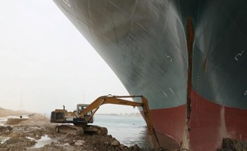 """Người hùng lái máy xúc kể chuyện đối mặt với """"quái vật"""" trên kênh đào Suez"""