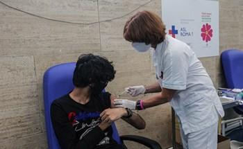 Đêm tiêm vaccine cho những người bên lề xã hội