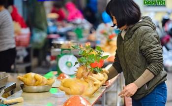 """Cảnh vắng vẻ đìu hiu chưa từng có ở khu chợ sắm Tết của """"nhà giàu"""" Hà Nội"""