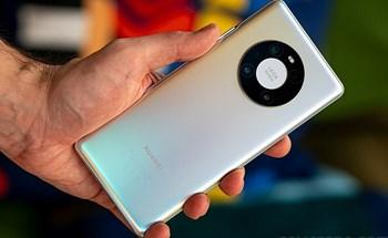 Một năm thành - bại của Huawei