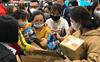 Hà Nội: Khẩu trang bị vét sạch khi chưa lên kệ siêu thị, hạn chế khách mua tối đa 2 gói/lần