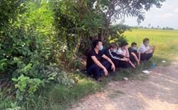Công an phát hiện 5 người Trung Quốc núp trong lùm cây