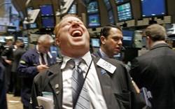 S&P 500 thăng hoa phiên thứ 6 liên tiếp và lần đầu tiên vượt mốc 4.300 điểm