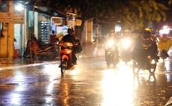 Ngày mai đề phòng mưa lớn gia tăng ở miền Bắc, lốc mạnh trên biển