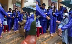 Vợ chồng Thủy Tiên phát tiền cho gần 1.000 hộ dân Quảng Bình, bà con cười hạnh phúc