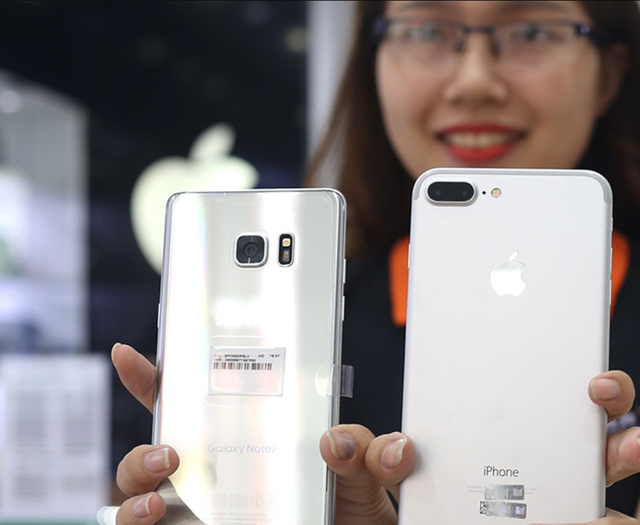 Là dòng sản phẩm đã cũ nhưng iPhone 7 Plus vẫn có sức cạnh tranh với các đối thủ Android trong cùng phân khúc.